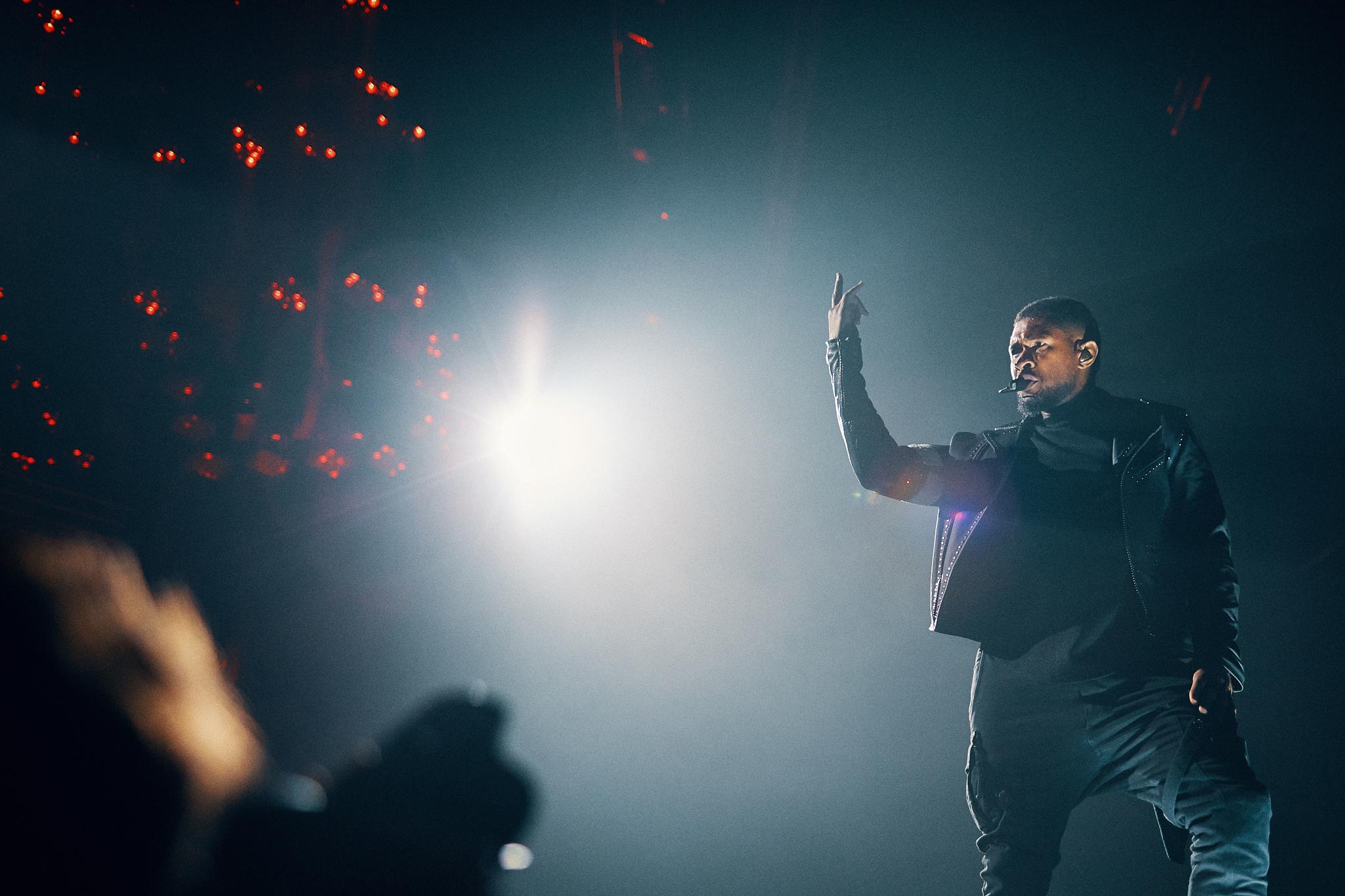 Usher_At_Xcel_Energy_Center_St_Paul_Minnesota_Twin_Cities_Music_Photographer_Joe_Lemke_057.JPG