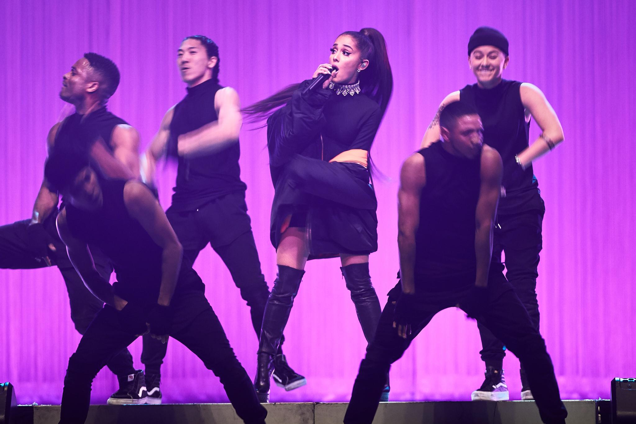 Ariana_Grande_At_Xcel_Energy_Center_03-16-2017_Photo_By_Joe_Lemke_014.jpg