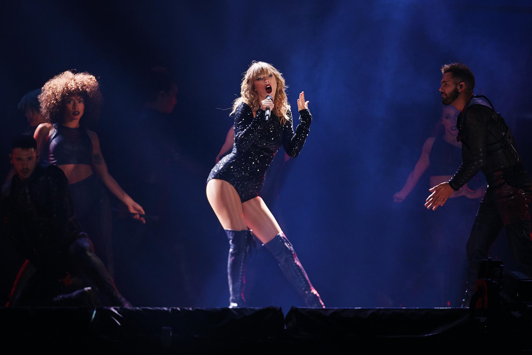 Taylor_Swift_at_US_Bank_Stadium_08-31-2018_Photo_By_Joe_Lemke_024.jpg