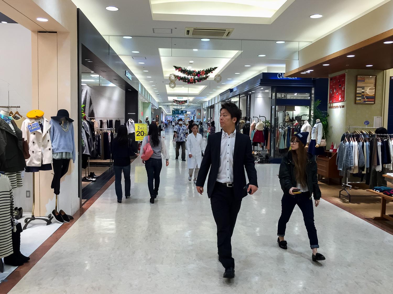 Omoromachi shopping plaza in Naha. Apple iPhone 6 Plus ISO 50, f2.2, 1/120 sec.