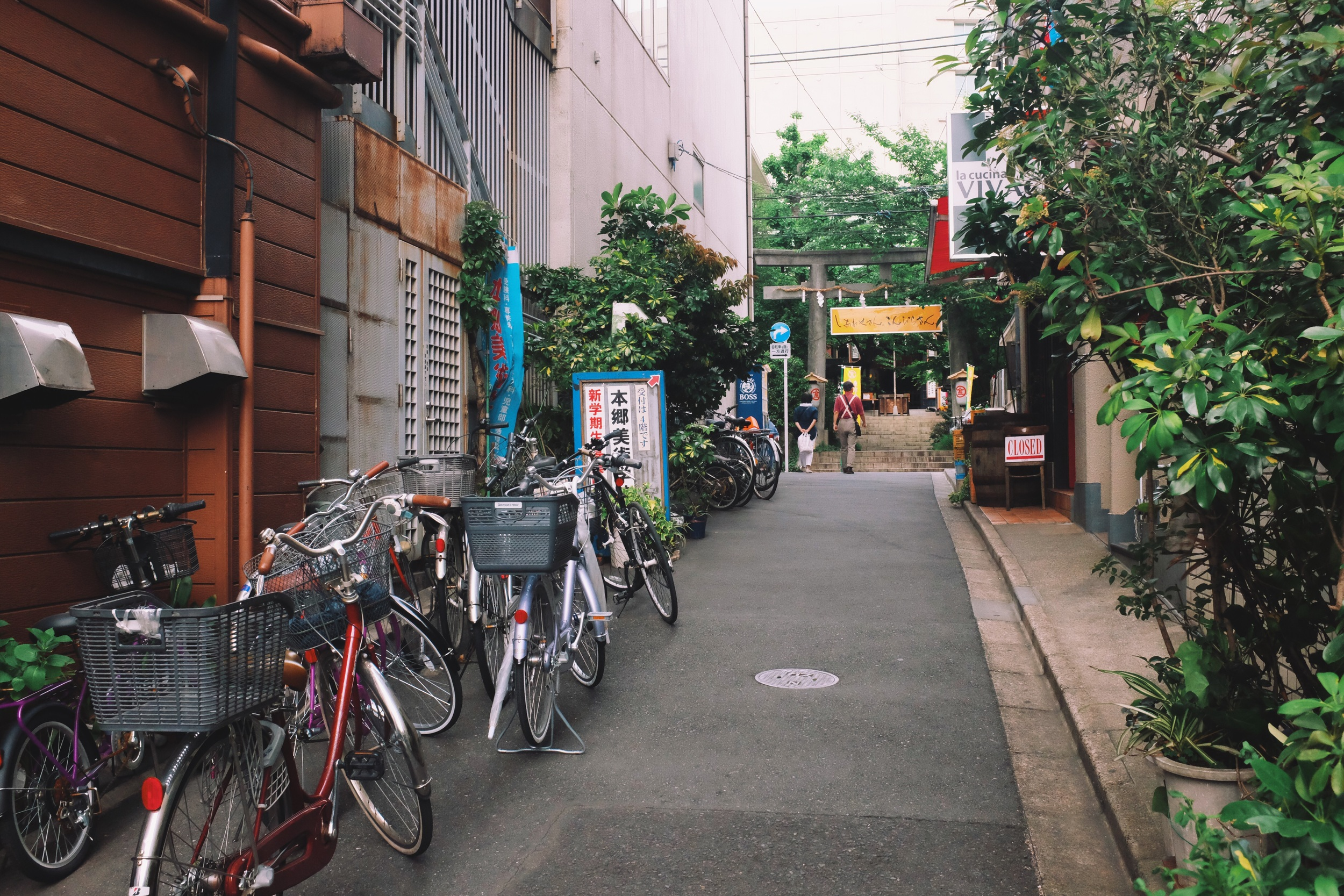 Small alleyway leading to a shrine outsideTokyo Dome - Fujifilm x100t, ISO5000, f/8, 1/60 sec. Processed in VSCO.