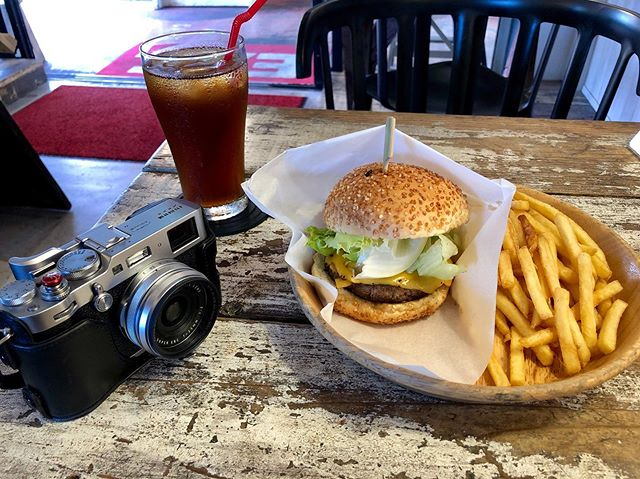 Shooting my Fuji Friday blog post. Stopped by Jetta Burger 🍔. #x100f #shotoniphone #jettaburger #okinawa