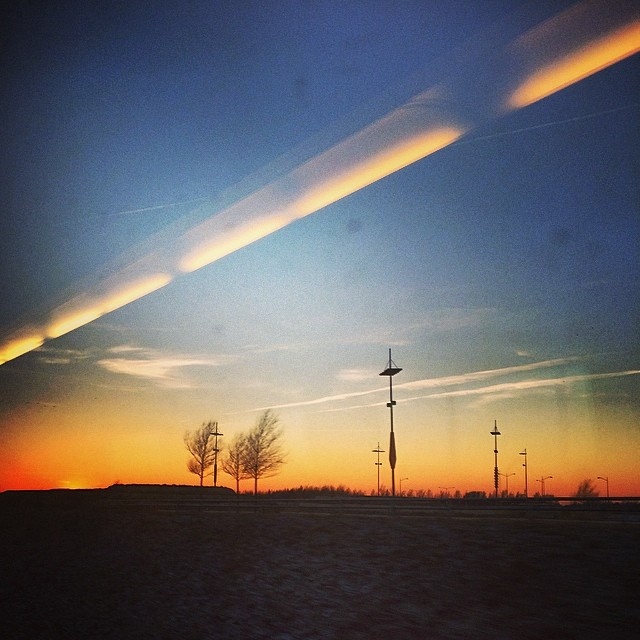 #hylie #sunlight #skåne #picsfromthetrain #vista