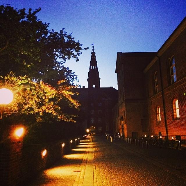 #twilight in #kongeligebibliotekshave #copenhagen