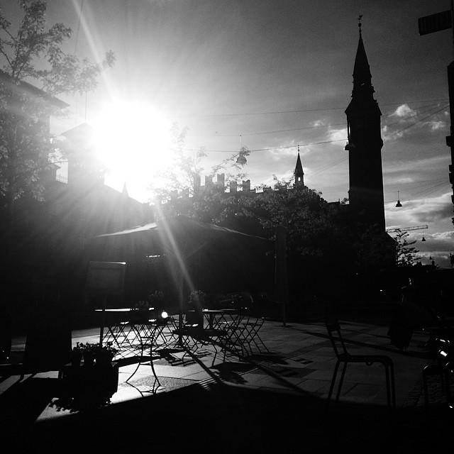 Sunny evening in #copenhagen - #rådhuset #blackandwhite #silhouette #vscocam