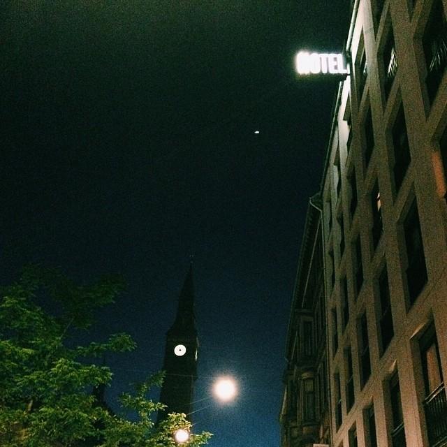 #hotel off #rådhuset #copenhagen #vscocam #sign #signage #night