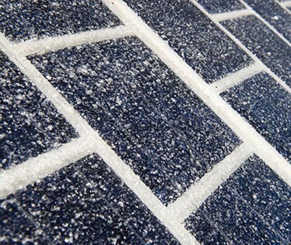 """Pour rappel, en décembre 2016   la ministre française de l'Environnement Ségolène Royal a inauguré dans le Département de l'Orne la première """"route solaire"""" au monde : un kilomètre de voie entièrement recouverte de panneaux photovoltaïques.Au total, 2 800 m2 de panneaux solaires en forme de dalles ont été collés à même l'asphalte.       Et en Chine"""