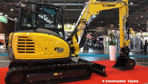 Yanmar Construction Equipment Europe (Yanmar CEE) a fêté, cette année, le 50e anniversaire de sa première mini-pelle lors du d'Intermat. A cette occasion le constructeur a dévoilé sa toute récente pelle midi SV60 à déport arrière réduit. Cette machine de 5,7 tonnes satisfait aux exigences strictes en matière de confort , de stabilité et une productivité accrue. La SV60 est, en outre, dotée d'un moteur Yanmar de nouvelle génération d'une puissance de 33,4 kW pour 2 200 tr/min, représentant le résultat d'efforts permanents de fabrication pour réduire toujours plus la consommation en carburant et les émissions de CO2. La pelle est équipée, de série, d'une caméra de recul et d'un écran supplémentaire garantissant une meilleure visibilité et plus de sécurité sur le chantier.     Autre nouveauté le SmartAssist Remote un nouvel outil de contrôle à distance qui permet de surveiller le rendement, la localisation, la consommation et le besoin en maintenance des engins, il fournit des informations détaillées sur leur état et leur utilisation.     Côté mini pelle le constructeur proposait   la   SV26   de 2,6 tonnes destinée à un large éventail d'applications telles que la rénovation urbaine, le terrassement ou le paysagisme.    À suivre   .   © Photos CDU Bull BTP