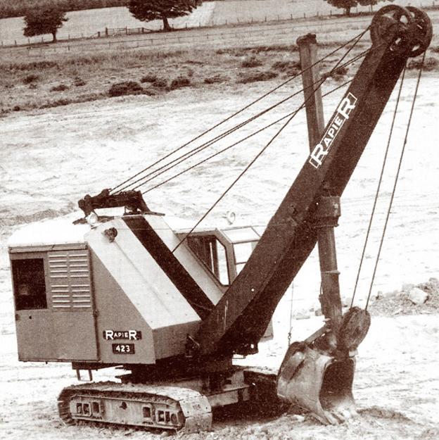 Quand l'accord entre Rapier et Marion a pris fin, Rapier a continué à développer des nouveaux modèles d'excavatrices. Une des premières machines 100 % anglaise a été la Rapier 423 qui a vu le jour en 1936. La 423 était une machine dans la classe des 477 litres. Elle était propulsée par un moteur diesel développant 57CV.Son poids était de 19 t. Elle a été produite jusqu'en 1953.     Demag BL 315