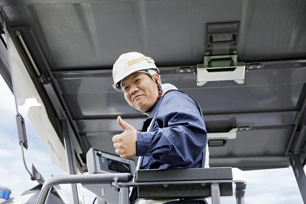 Le Vacuum Cutting System de Wirtgen améliore la propreté et la visibilité. » Kazunari Watanabe, conducteur de fraiseuse, Unite Co., Ltd.