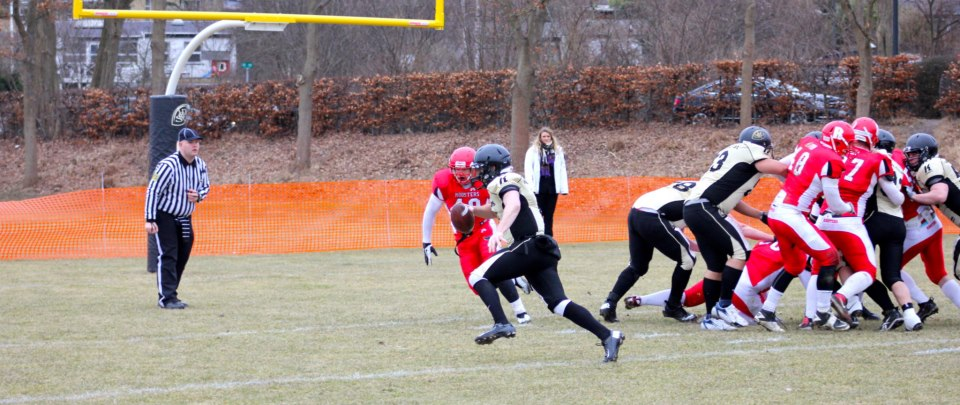 Gold Diggers QB Zach Shaw #8 runs in for a TD   © Palle Christensen