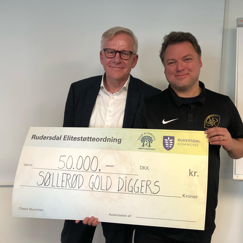 Klubbens kommende formand Niels Neipper modtog tilbage i maj årets elitestøtte, fra Team Rudersdal og Rudersdal Kommune, overrakt af borgmester Jens Ive.