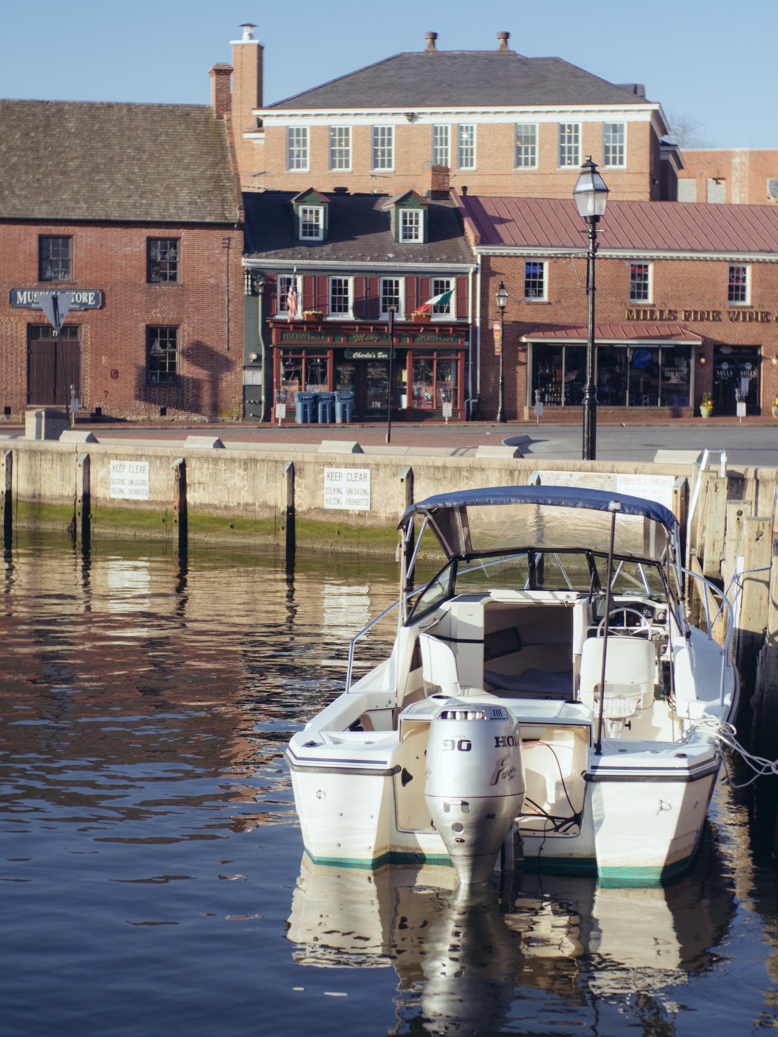Water parking - Olympus OM-D, Voigtlander Nokton 35mm - ISO 250, f/4.0, 1/2500sec