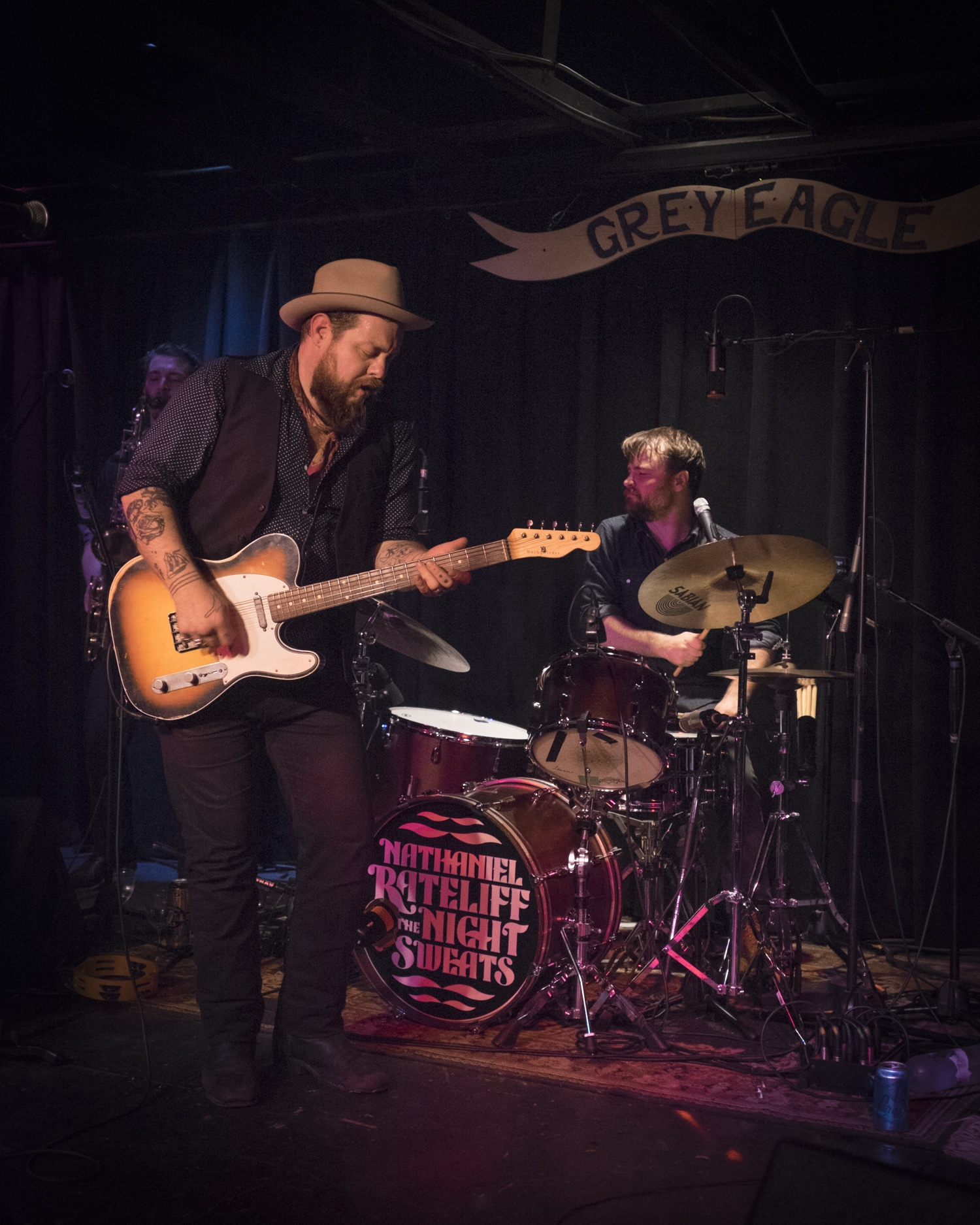 Nathaniel Rateliff & The Night Sweats doing what they do best - Rockin'