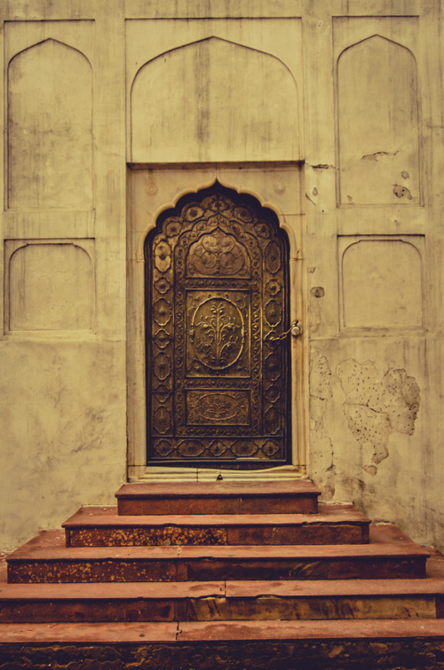 The back door to Moti Masjid (Pearl mosque)