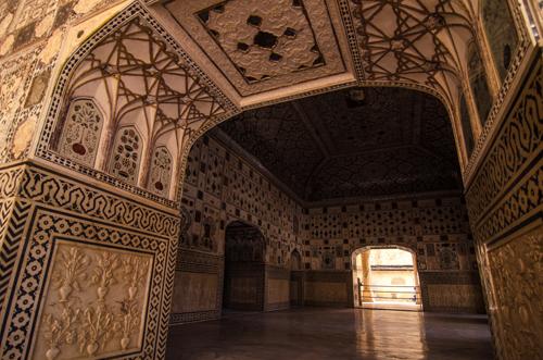 Mirror mosaics of the winter palace