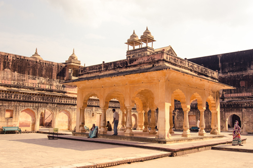 A central pavilion where the wives and concubines would congregate (their private apartments surround the central courtyard).