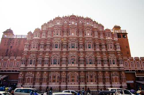 The identifiable honey-combed exterior of the Hawa Mahal, with lattice work to allow the women of the harem a view onto the busy streets below (without being seen).