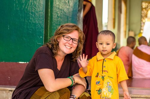 Mikayla made a friend at Shwedagon Pagoda.
