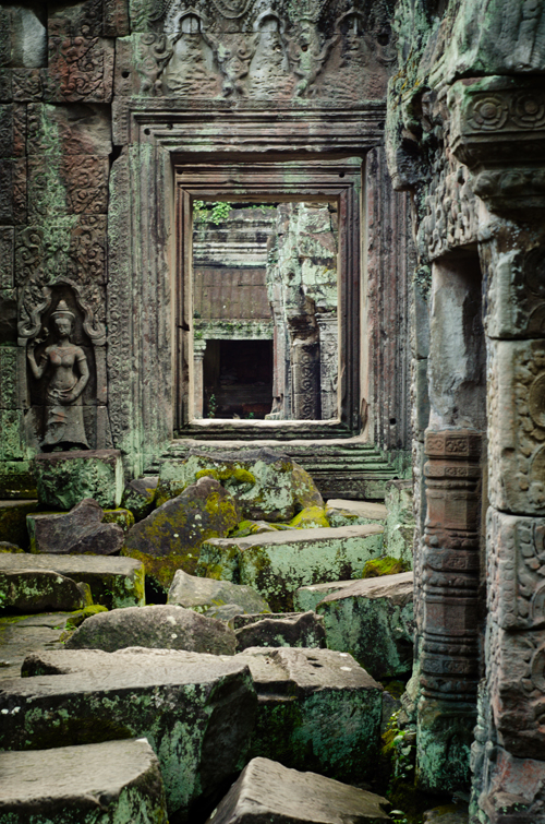 Finally! a nice deserted temple... How serene :P