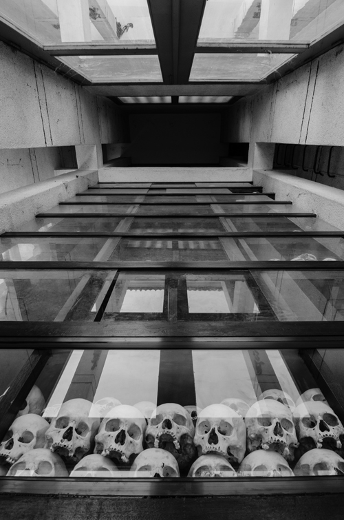 Looking up, inside the memorial stupa