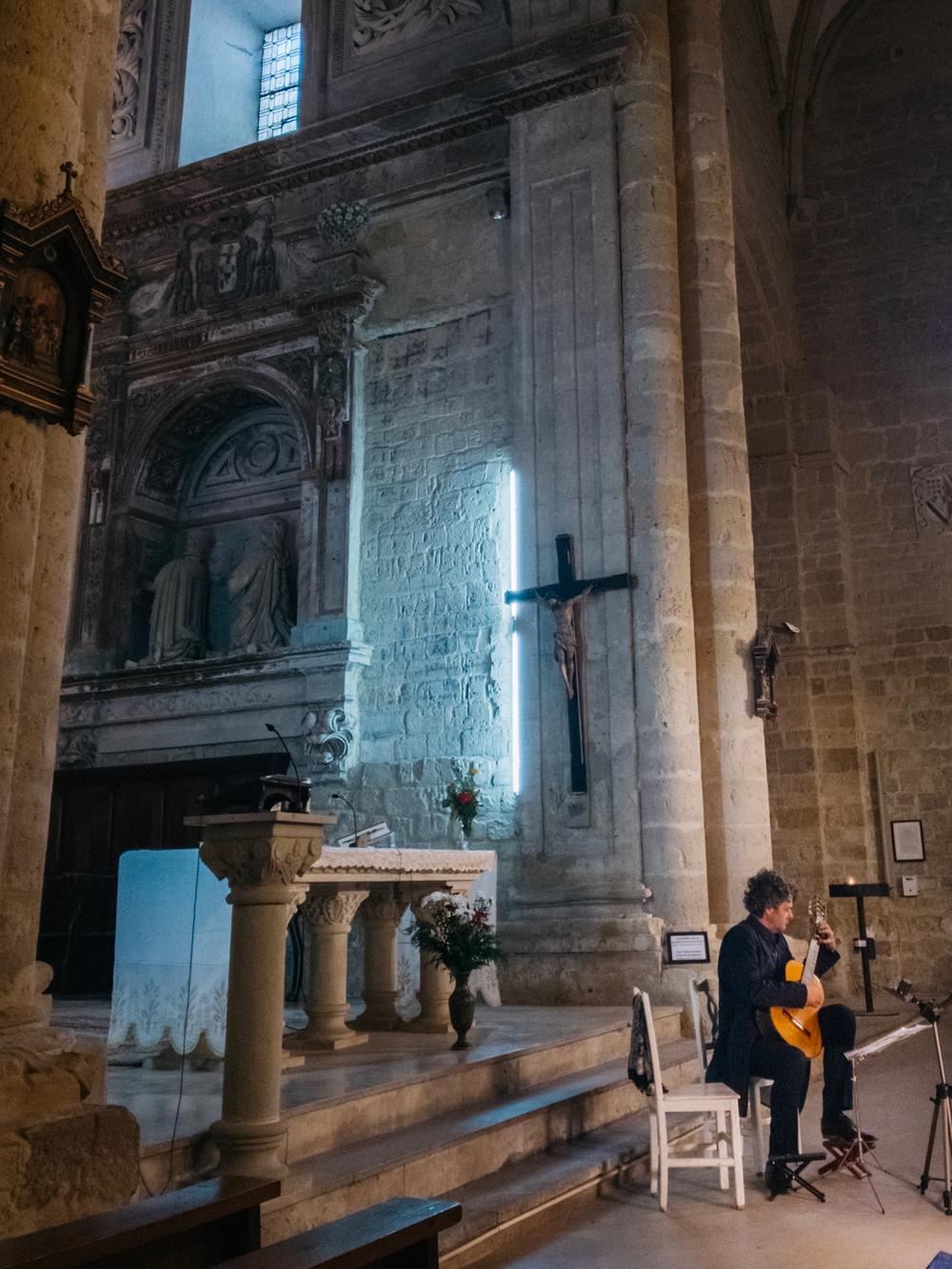 Live guitar concert in Iglesia de Santa Maria del Camino, Carrion de los Condes