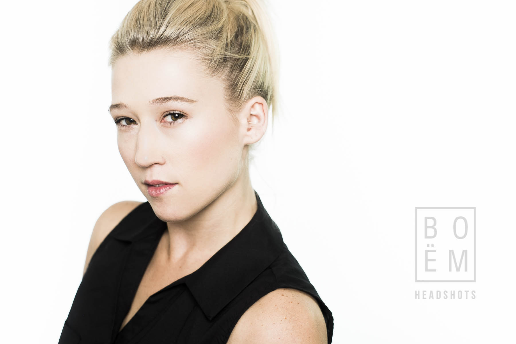A preview of my session with Justine today, she's a dancer/teacher and I think we did very well! A headshot session by Andre Goosen for Boem Headshots in Adelaide.