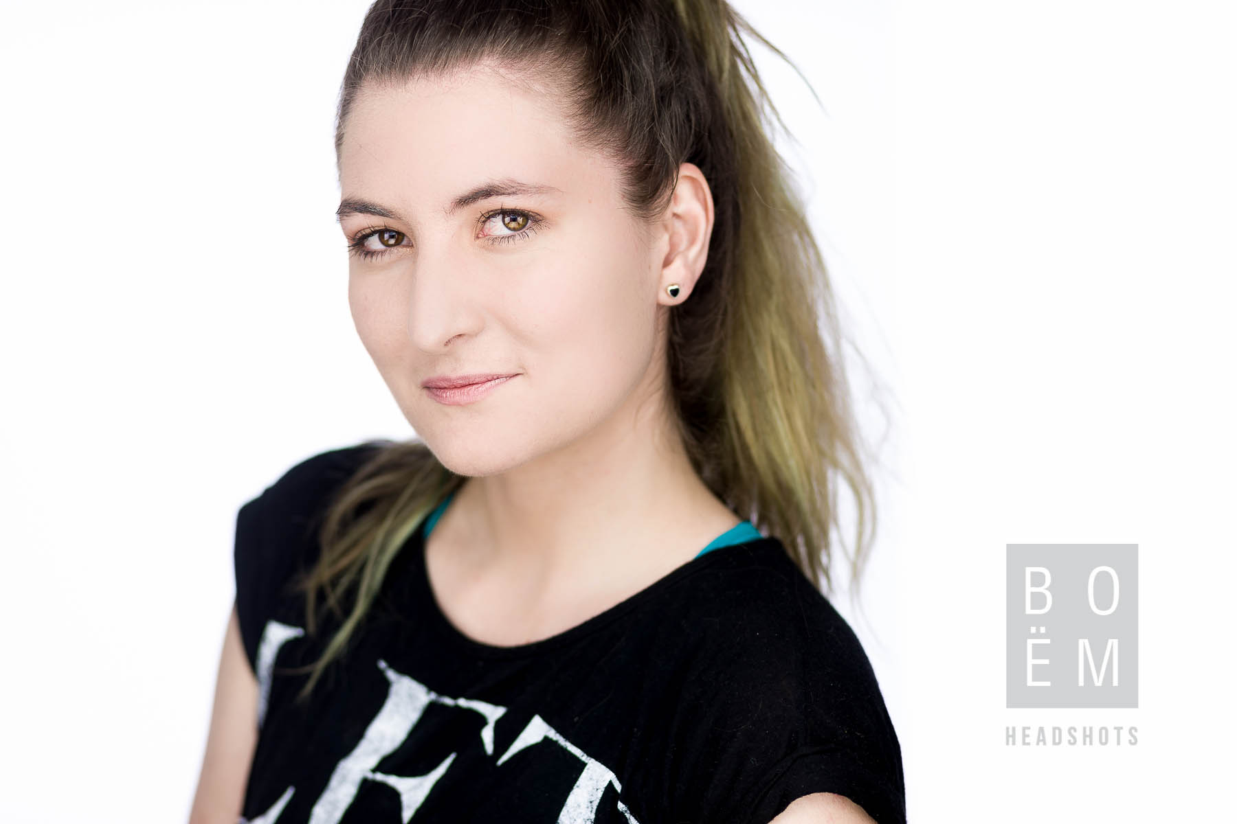 A quick look at my headshot session with Haley today, she's an aspiring actress here in Adelaide looking to break into the market a little more, it was awesome to meet her!