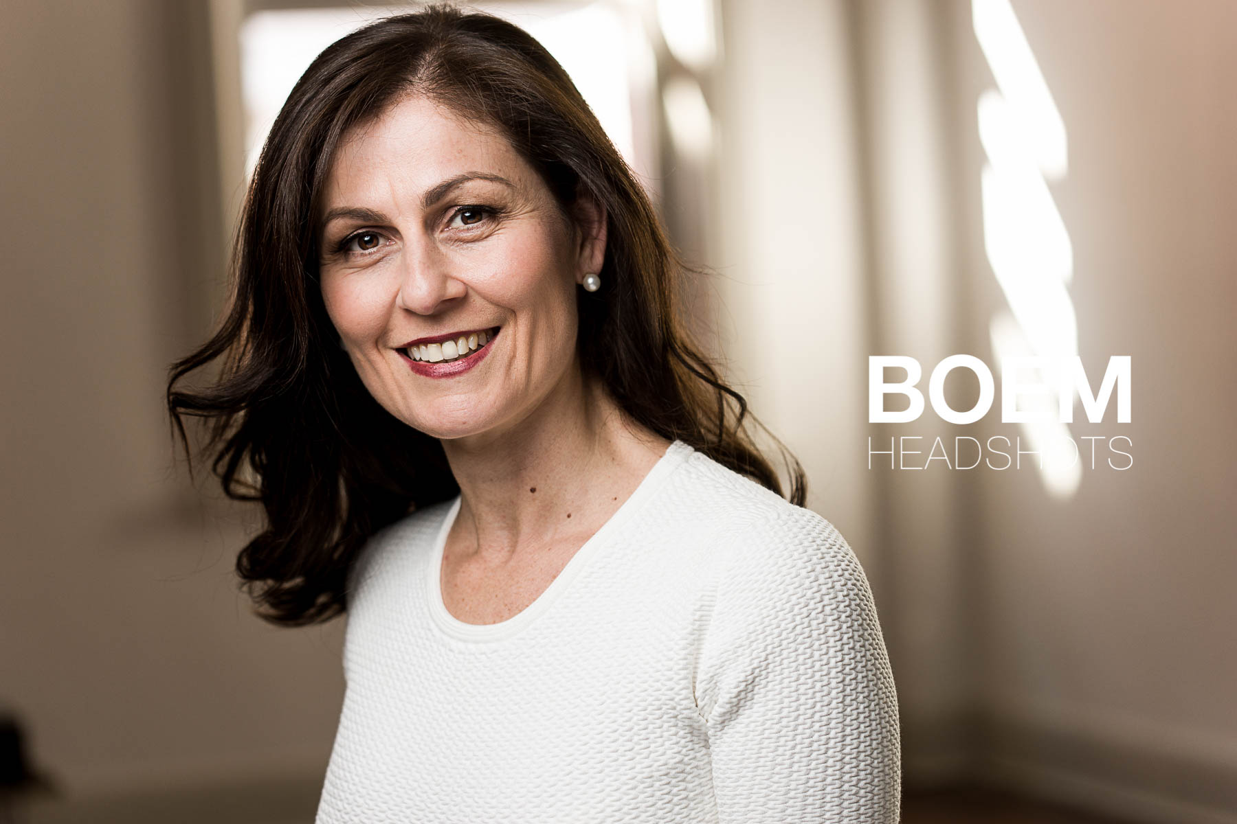 Joanna is a board member, and high level executive here in Adelaide who was in need of a few super nice headshot images for her various positions and networks. We spent an hour together shooting and i'm very happy with the the stunning headshots. here is a sneak peek.