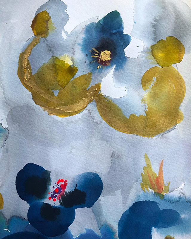 Still at it. Feeling like I'm making some progress. ⚡️✨🙌 . . . . #bluehaze #boston #cambridge #livesimple #ohjoy #makersgonnamake #paintingoftheday #dsfloral #dspattern #surfacepattern #prettyinpink #pursuepretty #vegan #unstructured #summer  #abstract #abstractart #watercolor #instaart #flowers #ocean #sketch #moleskin #inkwash #hygge #instaart