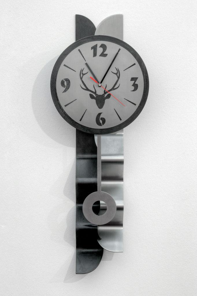 Pendeluhr aus Schwarzblech und Inox -  Orologio a pendolo in lamiera nera e acciaio inox  Maße -  misure :  58,0 x Ø 21,5 x 8,0 cm, € 285,00