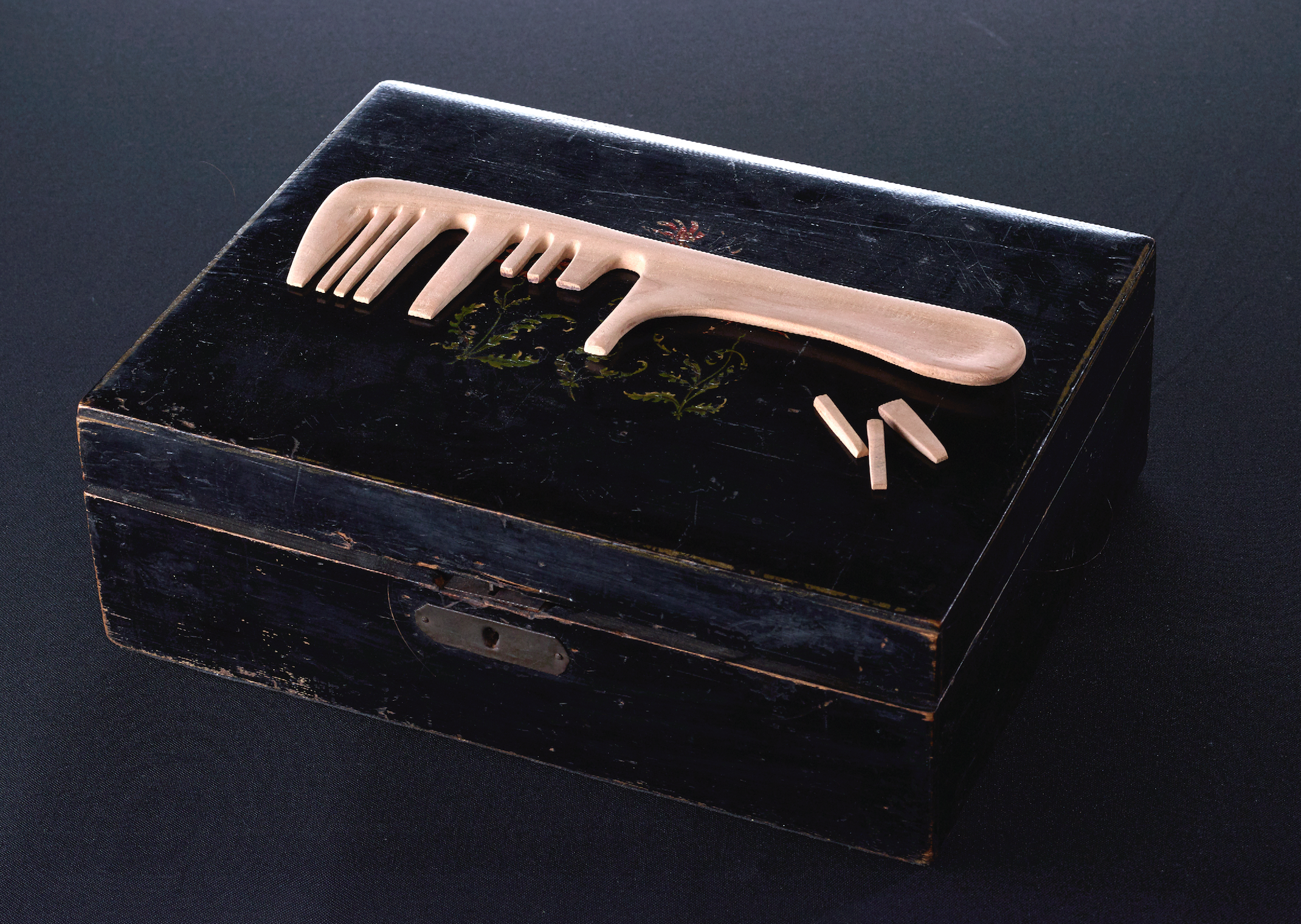 """combs with unequal teeth in order to spell the word """"mama""""/cherry wood, the artist's hair, wooden box/23x 5cm"""