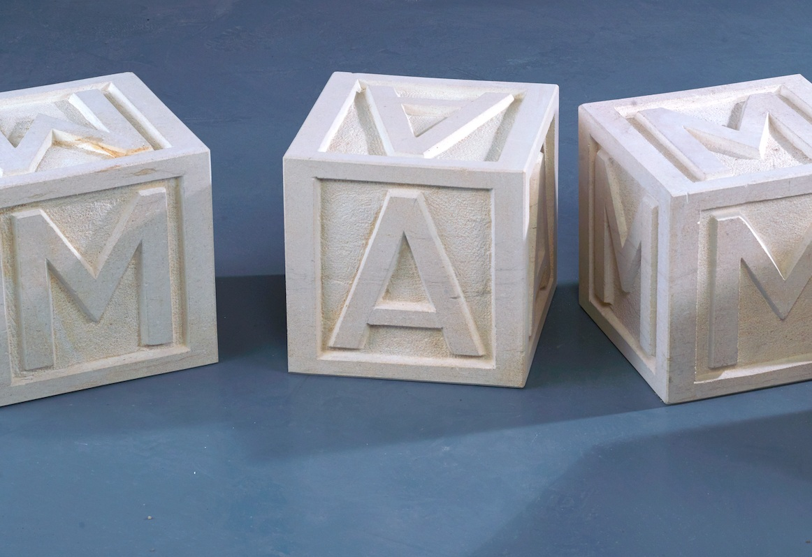4 stone cubes sculpted from the same stone as funeral statues/43x43x43 cm