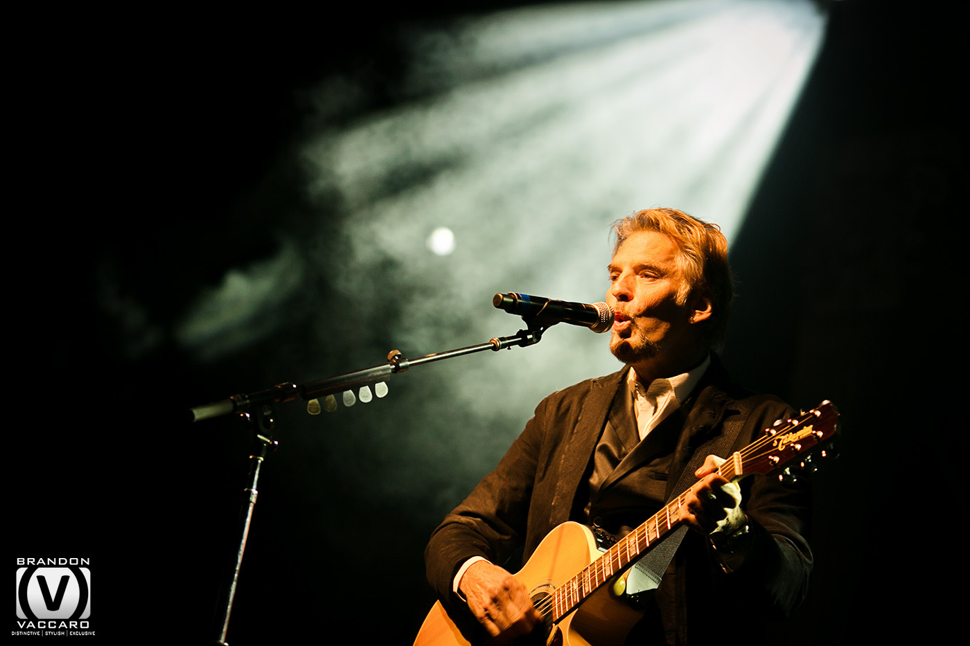 commercial-kenny-loggins-country-singer.jpg