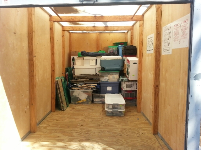 Starting to move our stuff into containers    Betojubei