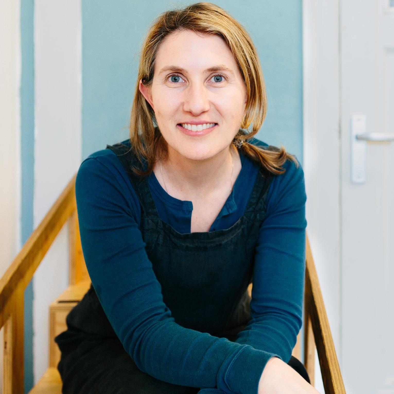 Author+Photo+-+Simone+Davies.jpg
