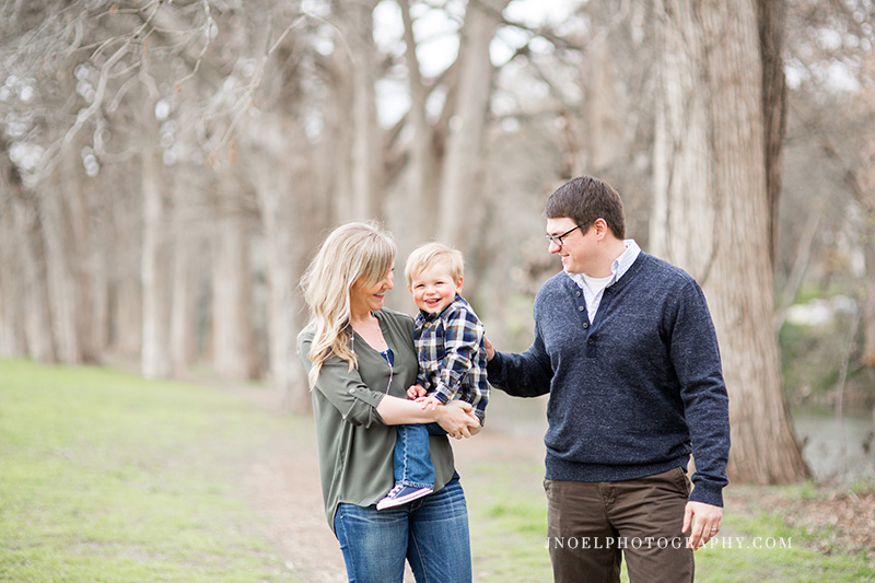 Family Photographer Austin TX 16.jpg