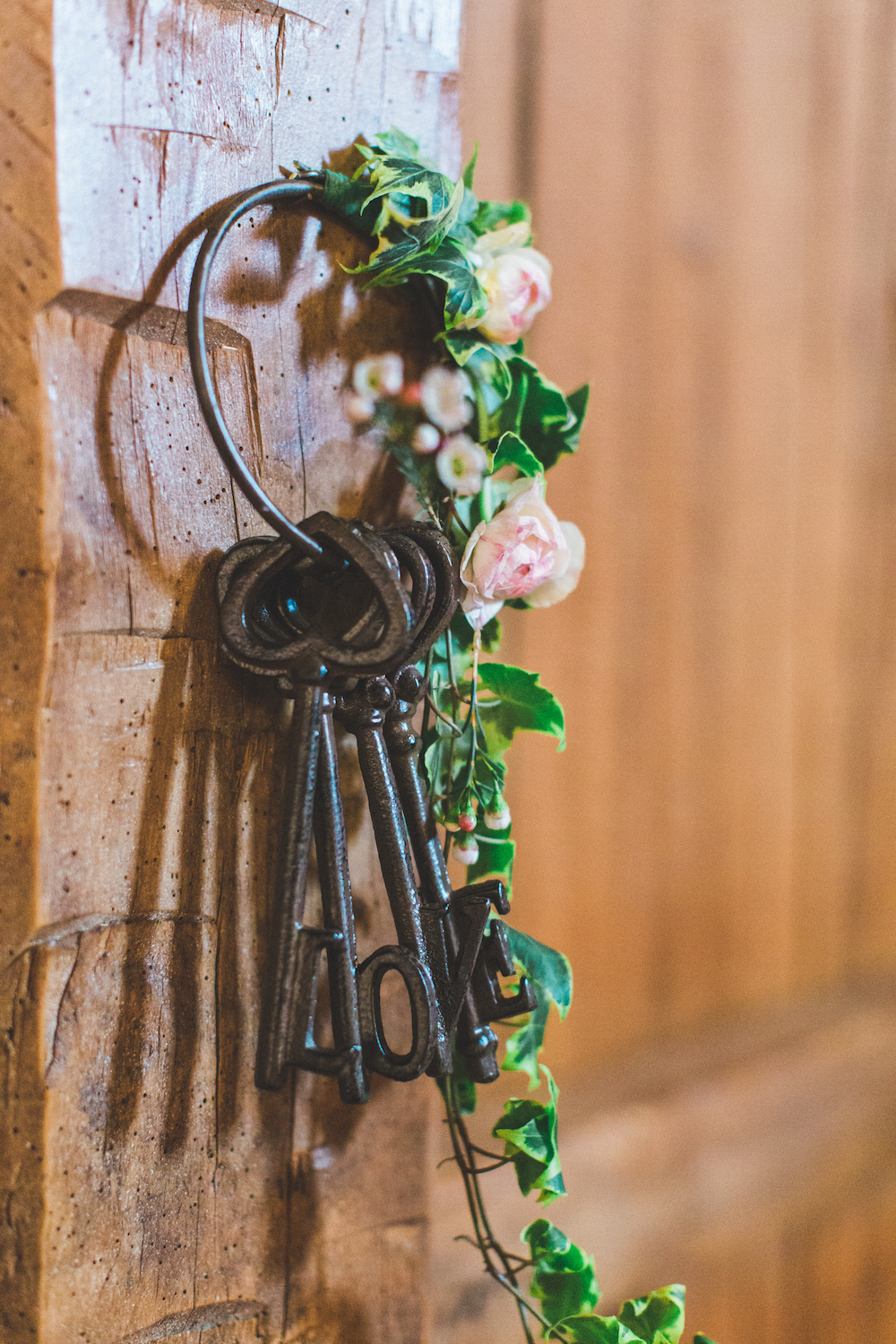 barn wedding bouquet with ivy and keys