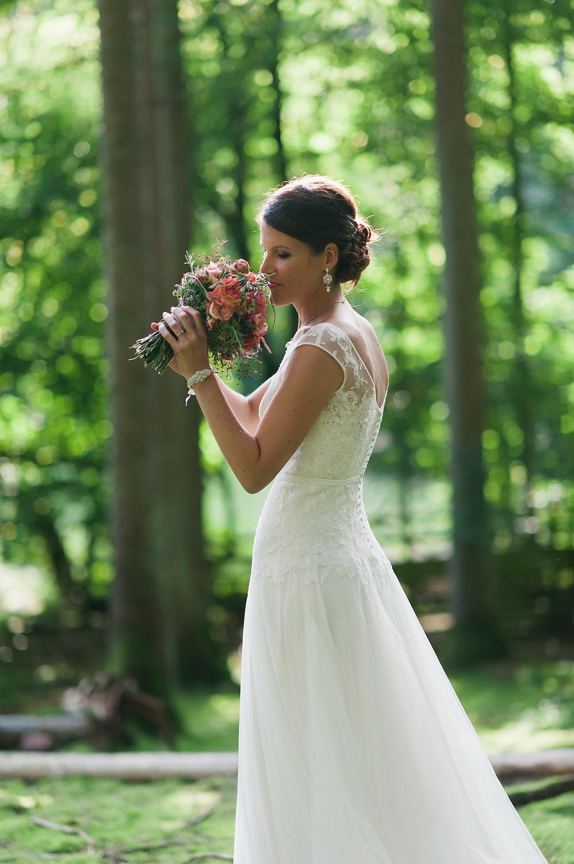 custom-pearl-lace-bridal-earrings-bracelet