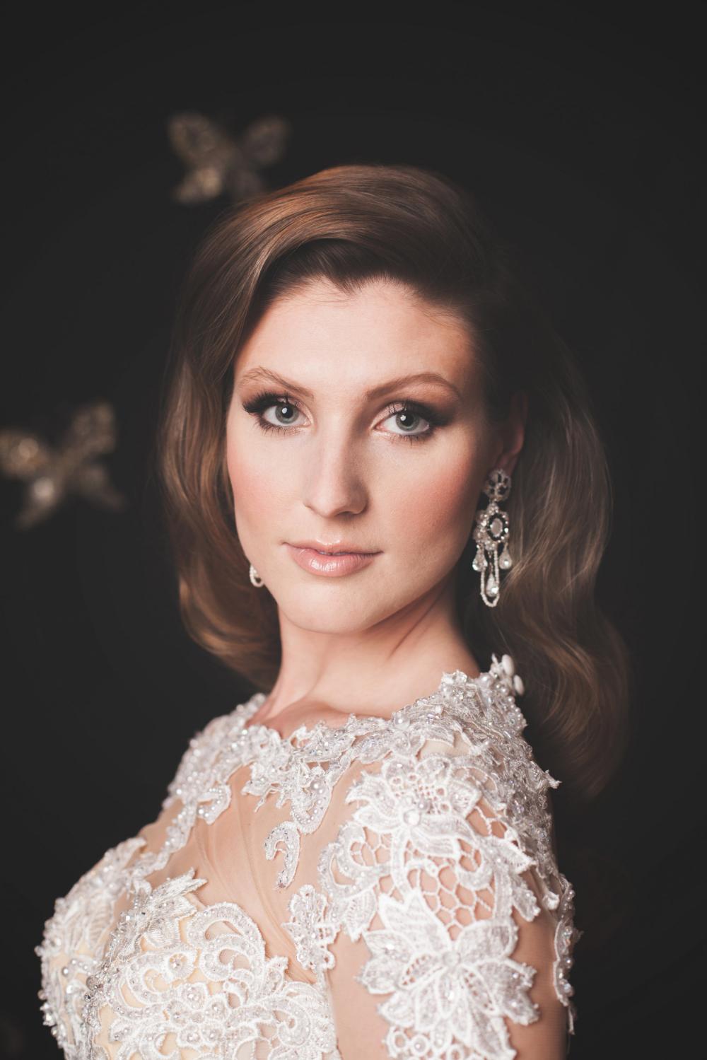elegant-black-and-white-wedding-earrings