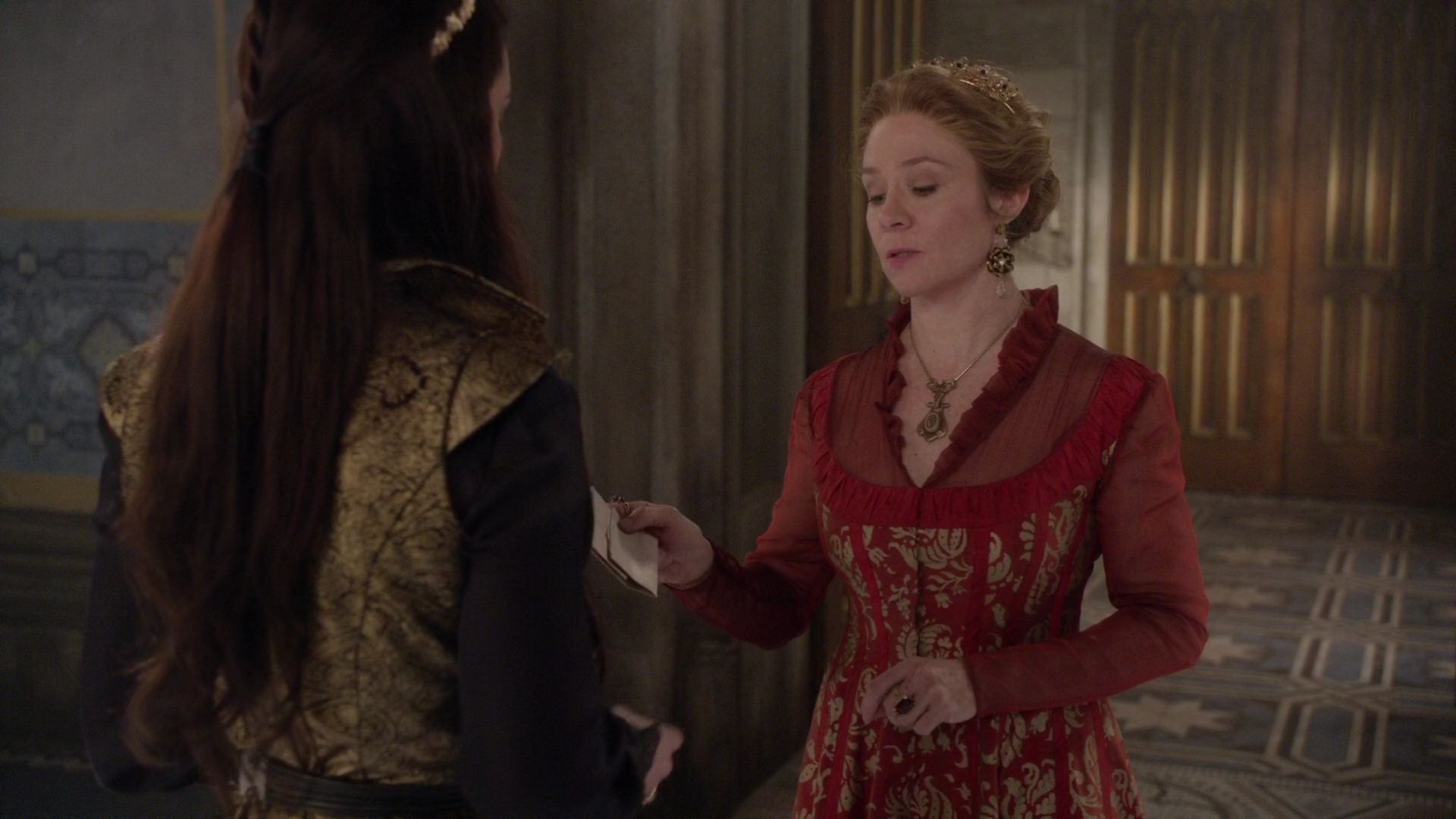 Megan Follows as Catherine Medici wearing gold lace and quartz crystal earrings | Season 1 of CW Reign