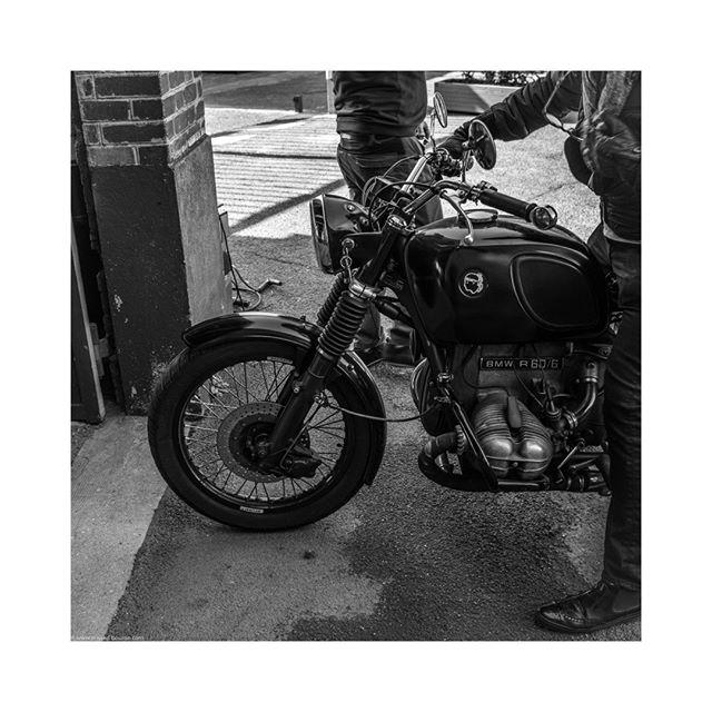 #BMW #R60 #corsica #garage #france #motorbike #classicbike #bmwmotorrad #flat  #drivevintage #vintagecar #blackandwhitephotography #bnw #bnw_planet