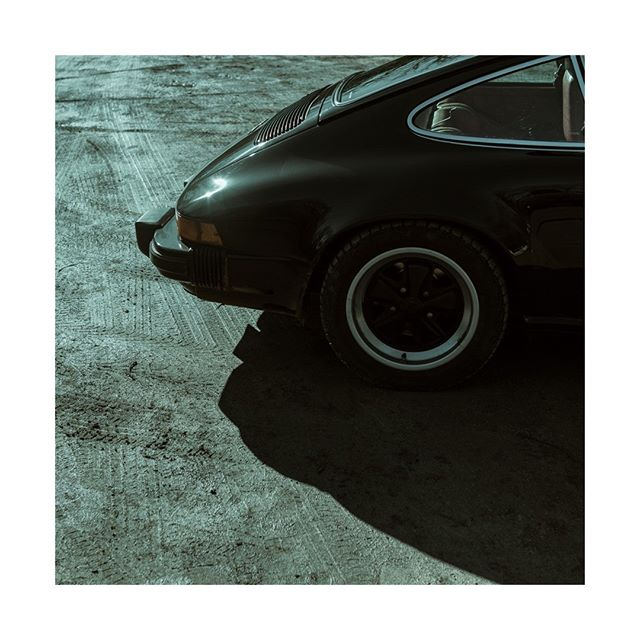 Game of shadow . . #porsche #911 #911sc #1978 #vintage #interior #cardesign  #france #February #valleedecheuvreuse  #vehicles #cars #sportscar #carporn #instatag #vehicle #carsofinstagram #cars #carstagram #sportscars #car #instacar #instacars #drivevintage #vintagecar #porschemoment #getoutanddrive