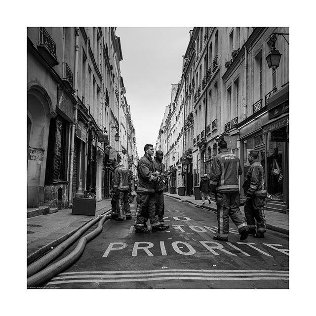 The day after 1/2 #2019 #notredame #paris #sapeurpompier #sapeurpompierdeparis #blackandwhite #instablackandwhite #thankyou