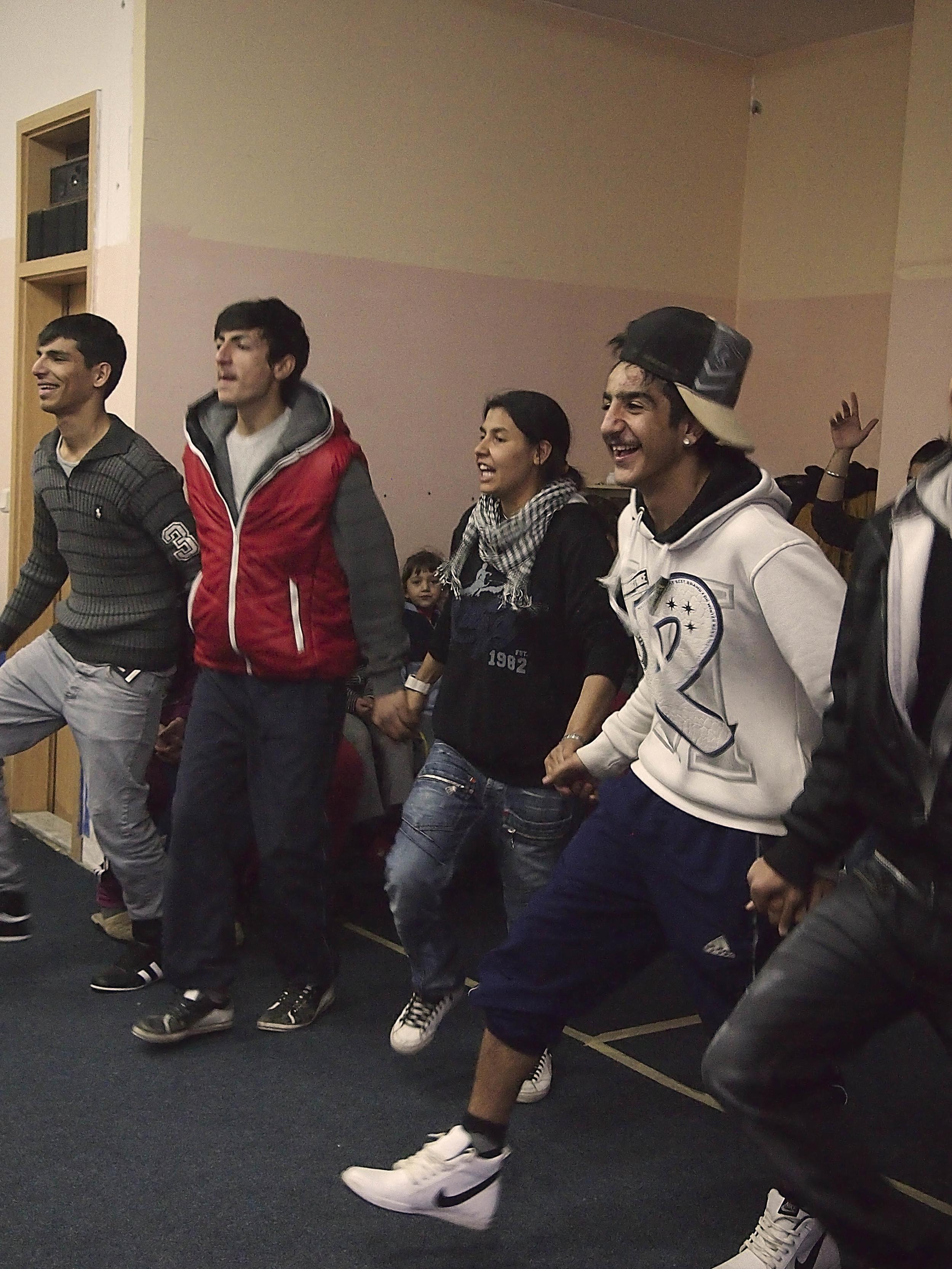 Dance troupe, Roma Mahalla, Mitrovica