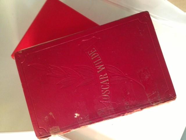Libro original de El Fantasma de Canterville perteneciente a la autora