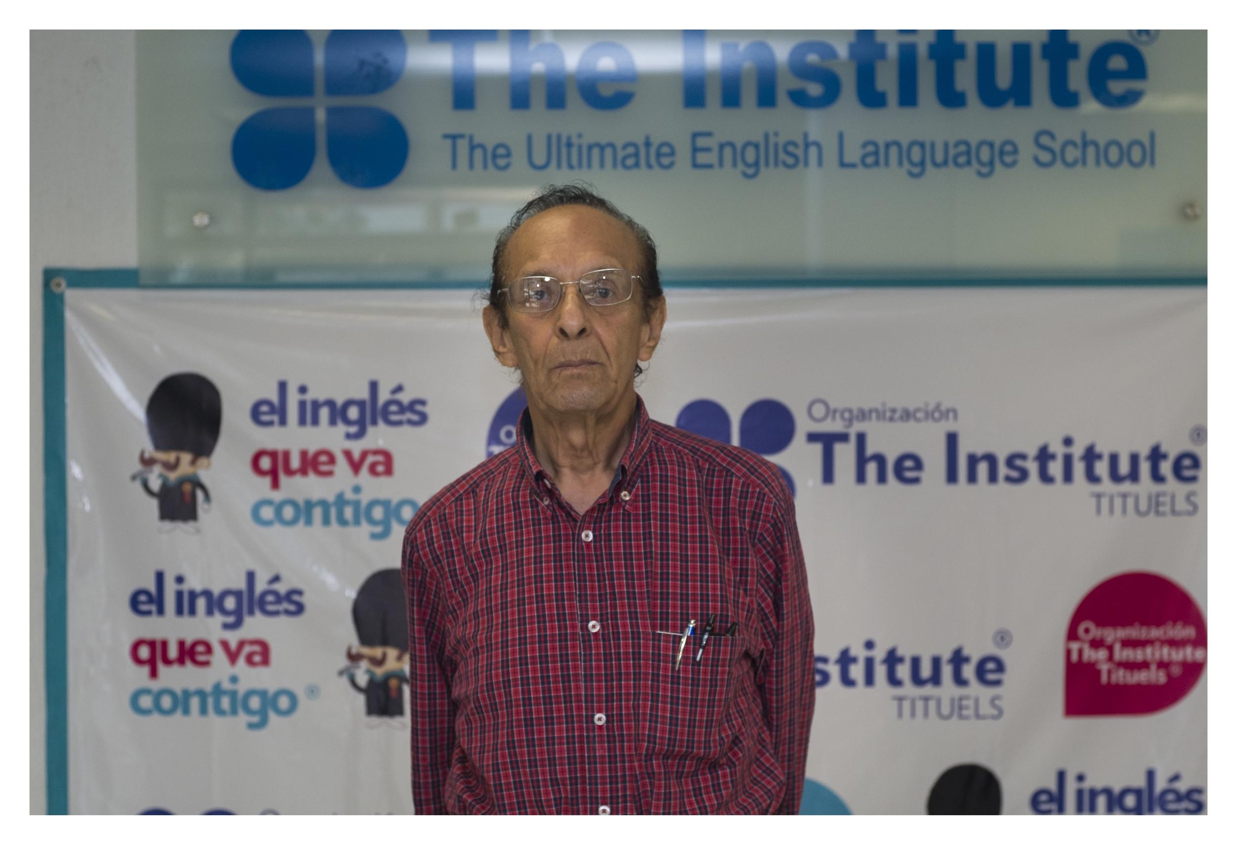 """""""La vida es de relaciones, si la barrera de un idioma es abatida, mi vida cambia"""" - Don Ramón Valencia Cornejo, un alumno ejemplar."""
