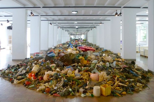 Exhibit at Zurich's Museum of Design depicting the estimated 3 tons of plastic that enters the ocean every 15 seconds