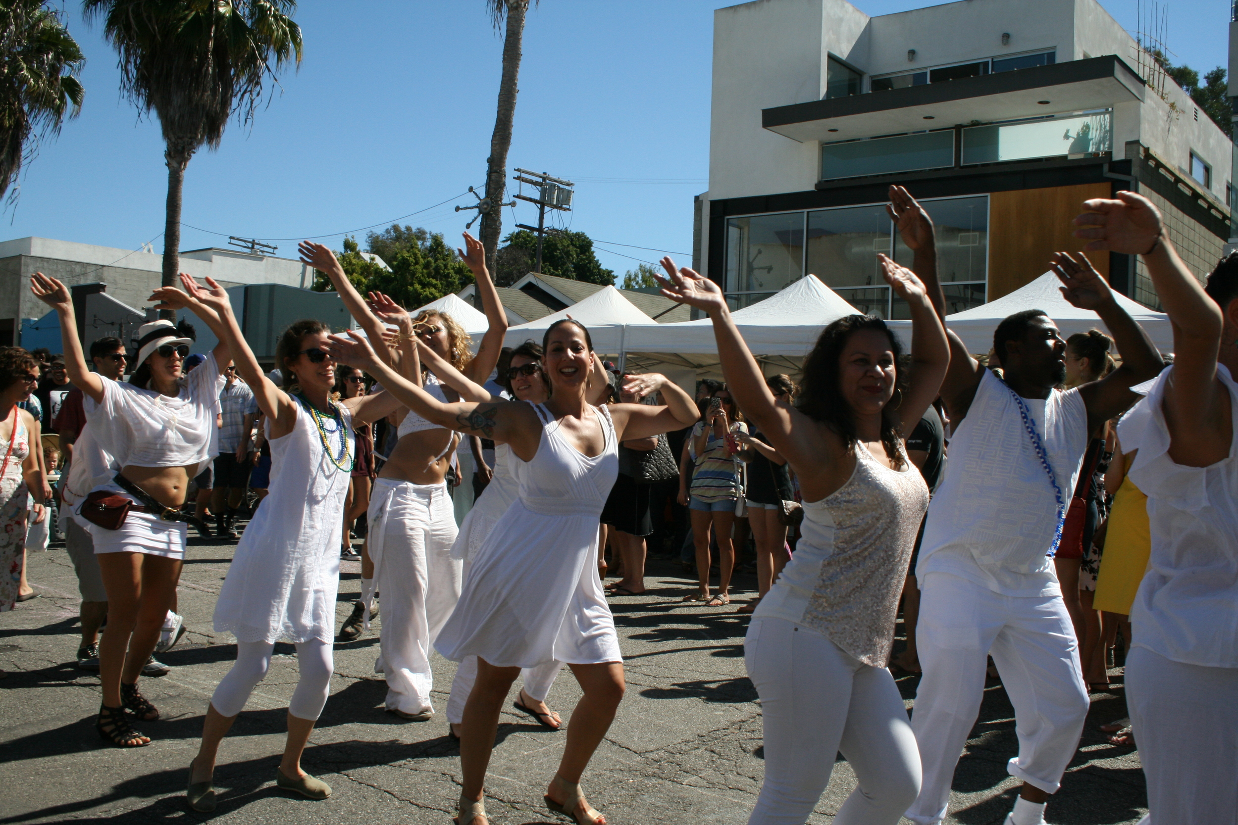 Abbot Kinney Festival drum circle and dancers. (Photo by Kathy Urso)