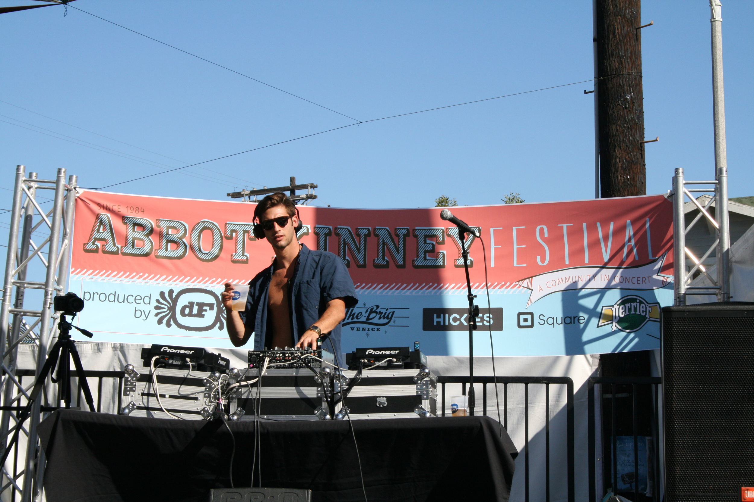 Abbot Kinney Festival DJ. (Photo by Kathy Urso)